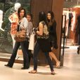 Fátima Bernardes foi ao shopping Village Mall, na Barra da Tijuca, Zona Oeste do Rio, com as filhas Laura e Beatriz na noite desda sexta-feira, 22 de agosto de 2014
