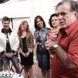Tony Ramos é homenageado pelo seu aniversário de 66 anos nos bastidores de 'A Grande Família'