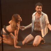 Maria Ribeiro beija Caio Blat e se apresenta de biquíni em premiação de cinema