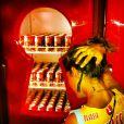 Lua Leça, namorada de Maria Gadú, brinca ao ver uma geladeira cheia de cervejas: 'Babou'