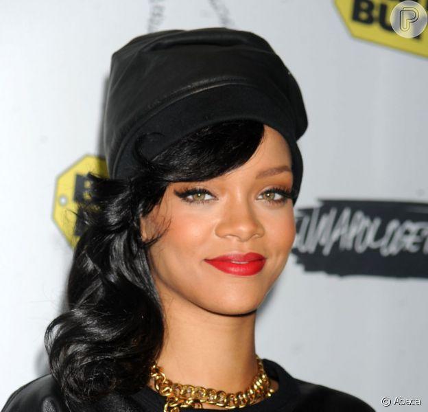 Rihanna lançou oficialmente seu novo álbum 'Unapologetic' após encerrar a turnê '777', em Nova Iorque
