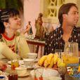 Bebel (Guta Stresser) convence o pai, Lineu (Marco Nanini), a facilitar a venda do carro para que Agostinho (Pedro Cardoso) consiga começar o trabalho como taxista na tempora de 'A Grande Família', em 2003