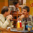 Na décima temporada de 'A Grande Família', Agostinho decide se candidatar à vaga de deputado estadual e convidou o amigo, Paulão (Evandro Mesquita), para ser o seu assessor. Claro que isso não deu certo
