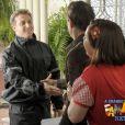 Na décima primeira temporada de 'A Grande Família' Luciano Huck aparece na casa dos Silva. Apresentador anuncia que Agostinho (Pedro Cardoso) foi escolhido para participar do programa Lata Velha