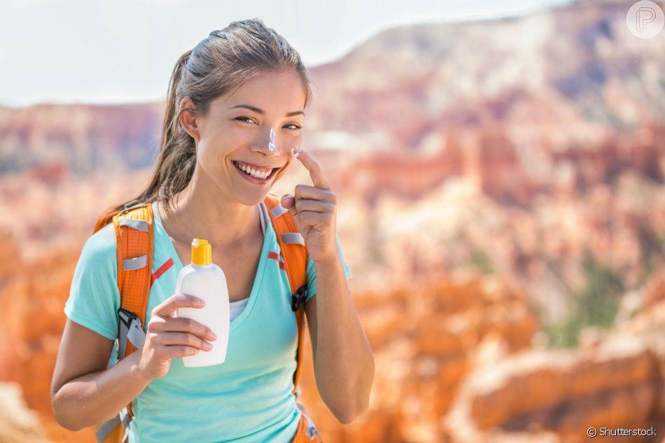 Segundo a dermatologista, a pele descascando de sol demora cerca de 3 semanas para se regenerar