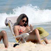Carolina Ferraz curte dia de sol com o namorado, Marcelo Marins, no Rio