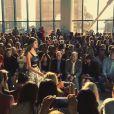 Isabelli Fontana desfila com looks da estilista belga Diane von Furstenberg