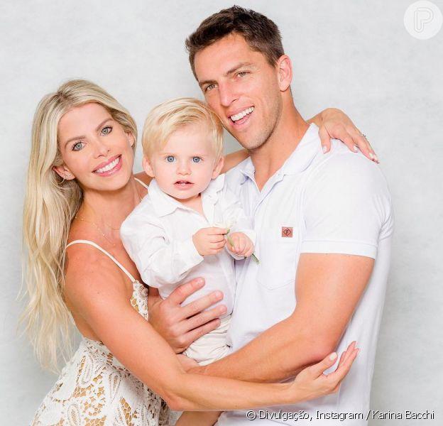 Filho de Karina Bacchi, Enrico foi pajem em casamento da atriz com Amaury Nunes nesta quinta-feira, 29 de novembro de 2018
