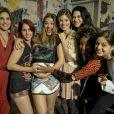 Juliana Paiva posa com elenco de 'Malhação Sonhos'