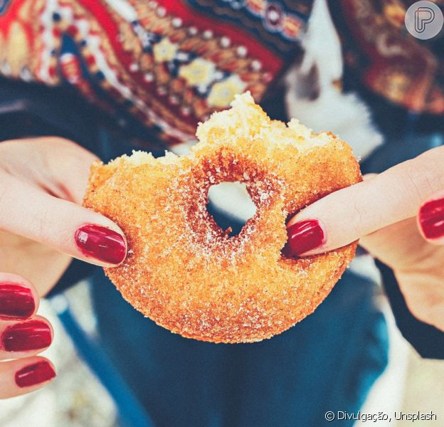Quem quer emagrecer e precisa cortar o açúcar logo pensa no adoçante como a primeira opção. Mas será que é isso mesmo?