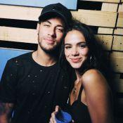 Bruna Marquezine reprova comparação com amigos de Neymar: 'Não sabe de nada'