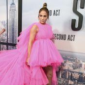 O look de Jennifer Lopez em première prova que rosa e babados são a trend da vez
