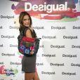 Alessandra Ambrósio rouba a cena durante o Mercedes Benz Fashion Week. A modelo brasileiro esbanjou simpatia e exibiu sua boa forma