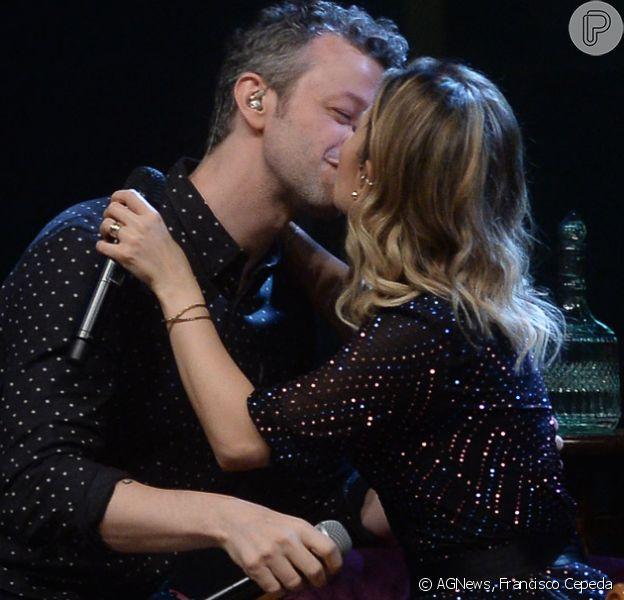 Sandy e o marido, Lucas Lima, tocaram beijos em show no Credicard Hall, em São Paulo, na noite desta terça-feira, 18 de dezembro de 2018