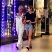 Compras em família! Xuxa Meneghel e Sasha vão juntas a shopping no Rio. Fotos!