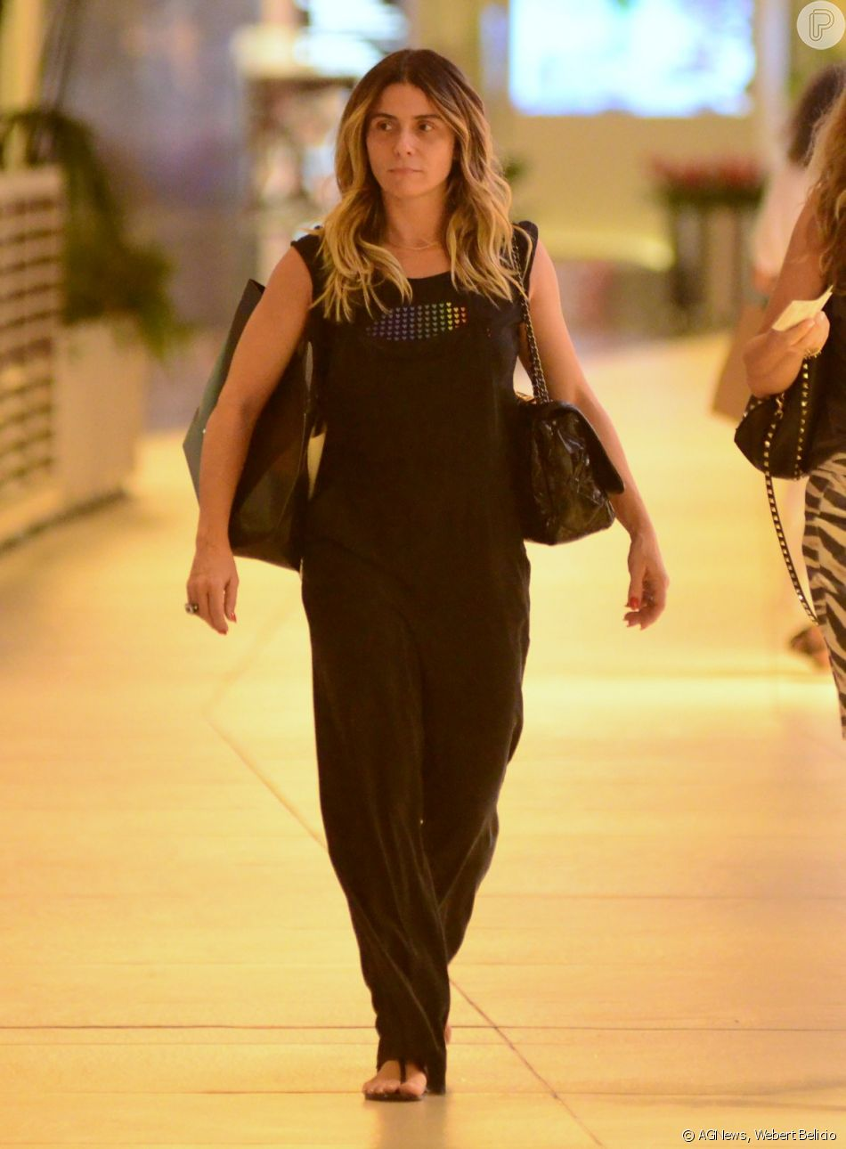 Giovanna Antonelli passeia em shopping do Rio de Janeiro em 22 de dezembro de 2018