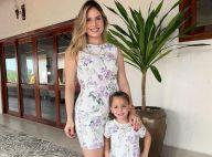 Thyane Dantas combina look floral fresh com a filha, Ysis: 'Amor roxo'. Foto!