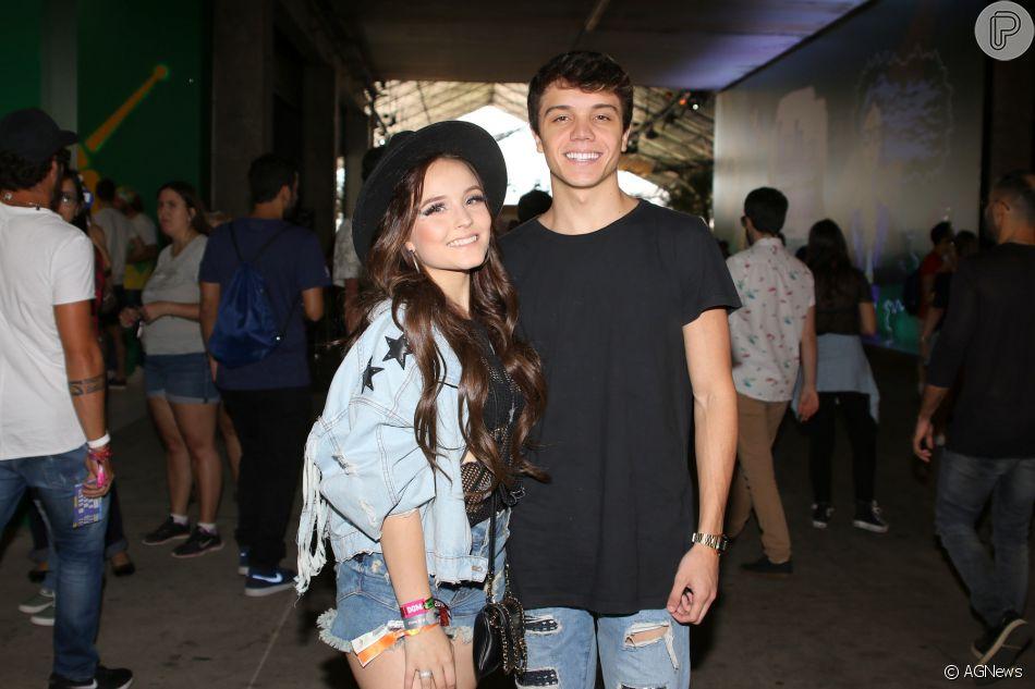 Em março, Larissa Manoela curtiu sua primeira edição do Lollapalooza com o  namorado, Leo Cidade d94a76afb1