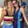 Bruna Marquezine ganha selinho de Giovanna Ewbank em live no Youtube e agita fãs