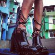 Cara Delevingne postou foto em sua conta no Instagram dos bastidores do ensaio fotográfico da grife francesa Chanel, no morro Dona Marta, em Botafogo, Zona Sul do Rio de Janeiro, nesta quinta-feira (3)