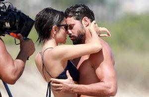 Spoiler!? Casadevall e Cauã Reymond gravam série na praia com beijo e criança