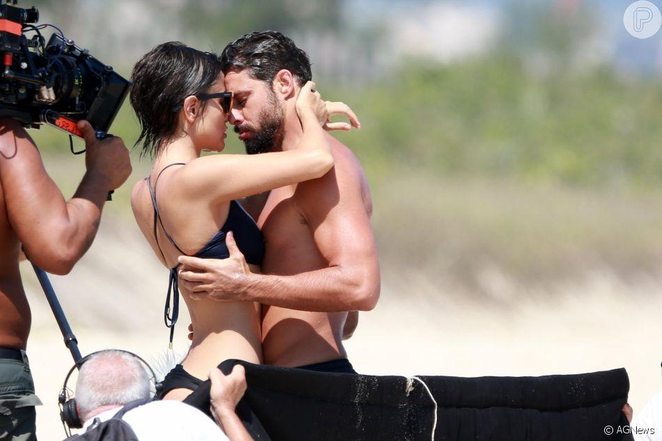 Maria Casadevall e Cauã Reymond gravam série na praia com beijo e criança nesta quarta-feira, dia 16 de janeiro de 2019