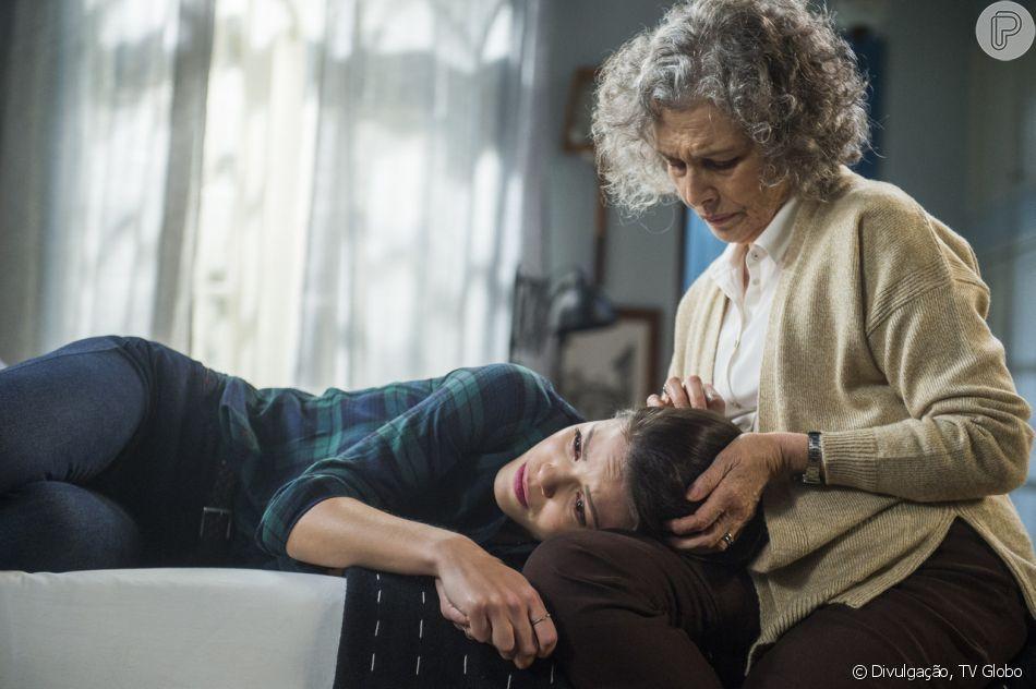 Margot (Irene Ravache) conforta Cris (Vitória Strada) porque a atriz quer  mudar e084535649a11