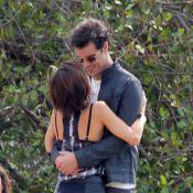 Andreia Horta e Joaquim Lopes se beijam em gravação da novela 'Império', no RJ