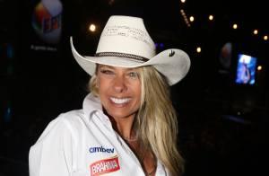 Adriane Galisteu se diverte em festa de rodeio com show de Gusttavo Lima