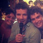 Daniel de Oliveira canta Cazuza ao lado de Sophie Charlotte em Noronha