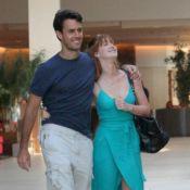 Marina Ruy Barbosa usa look com amarração e fenda discreta em passeio com marido