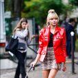 Animal print: estampa de cobra é tendência na moda! Combine com vermelho para um look ainda mais estiloso.