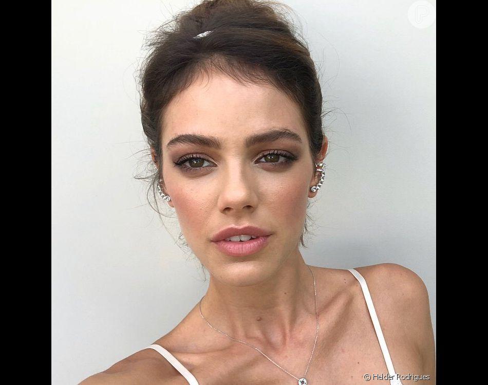 A maquiagem de Laura Neiva foi feita por Helder Rodrigues