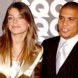 O craque Ronaldo ao lado de Daniella Cicarelli, com quem teve um casamento relâmpago de três meses