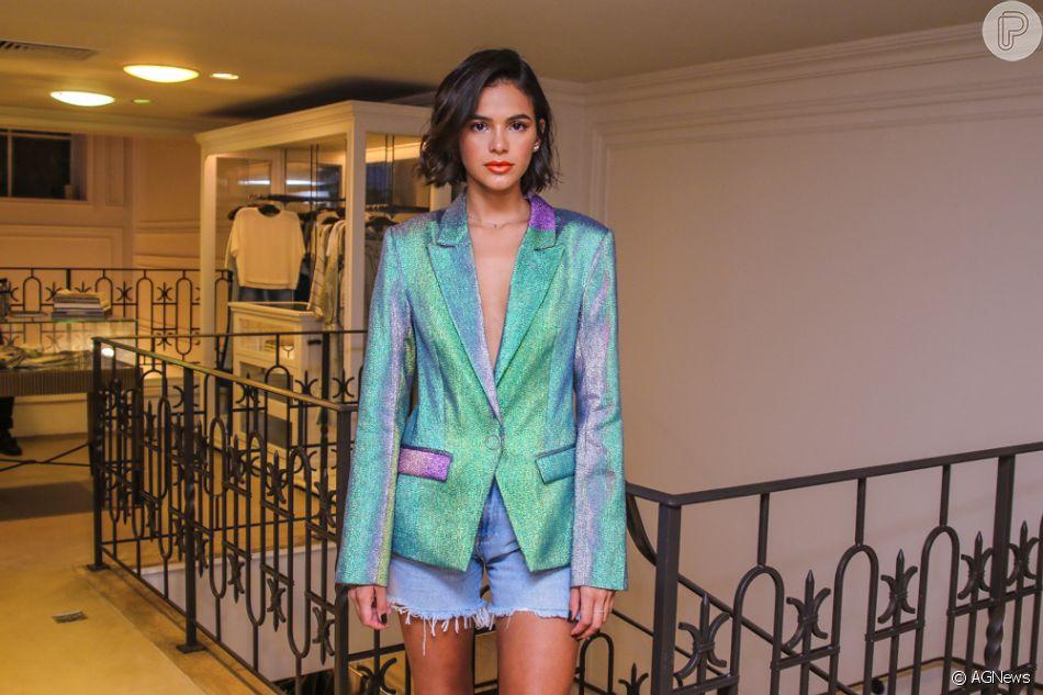 Bruna Marquezine revisitou ao passado com escolhas de look para conferir o lançamento da nova coleção da Bo.Bô, na Oscar Freire, em São Paulo, nesta quarta-feira, 06 de fevereiro de 2019