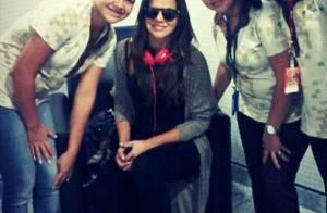 Bruna Marquezine já está em Fernando de Noronha! A atriz tirou fotos com fãs