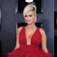 Looks do Grammy Awards 2019: Bebe Rexha deslumbrante de vermelho