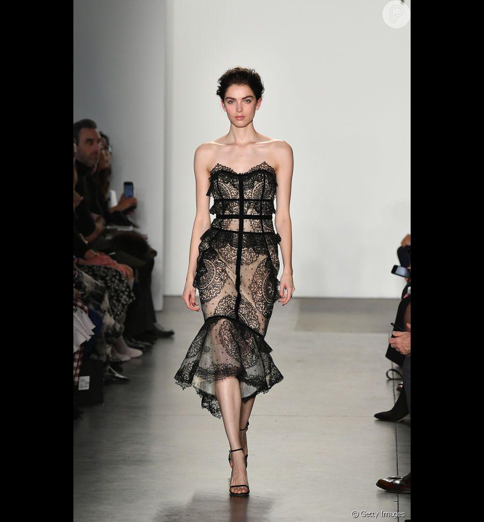 Destaques da Semana de Moda de Nova York: Vestido com renda e transparência no desfile de Pamella Roland