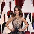 A atriz Jamie Chung apostou no bordado para seu vestido na 87ª edição do Oscar, em 2015. A atriz usou um Yanina Couture bordado, com camadas de tule e que tinha bordado imagens de fogos de artifício.