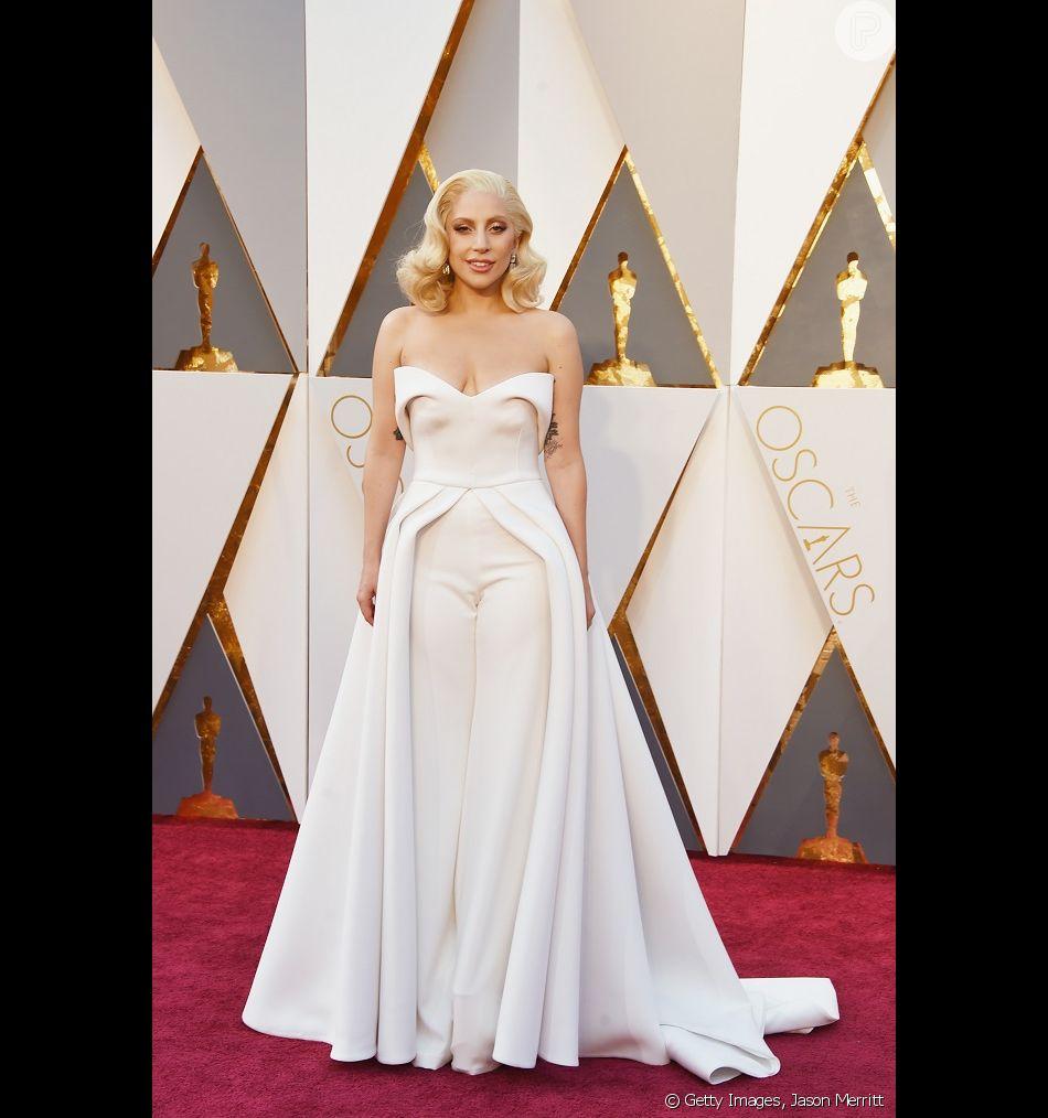07c9b4ded Lady Gaga botou as mãos na massa em seu look, para a 88ª edição do ...