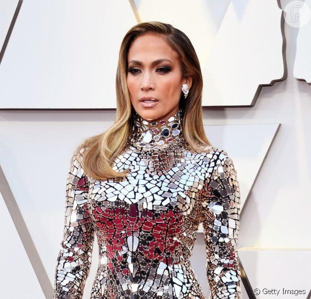 O vestido ultraprateado que Jennifer Lopez usou no Oscar 2019 é da grife Tom Ford