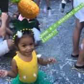 Juliana Alves mostra a filha fantasiada em bloco de Carnaval: 'Abacaxi lindo'