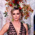 Regiane Alves apostou em vestido com decote da Alphorria para o baile do Copacabana Palace