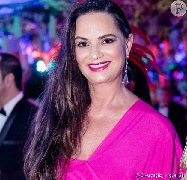 Luiza Brunet apostou em cor vibrante do stylist do Marcelo Quadros