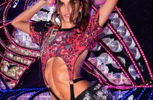 Pochete com cristais e franjas que Izabel Goulart usou no Carnaval custa R$ 500