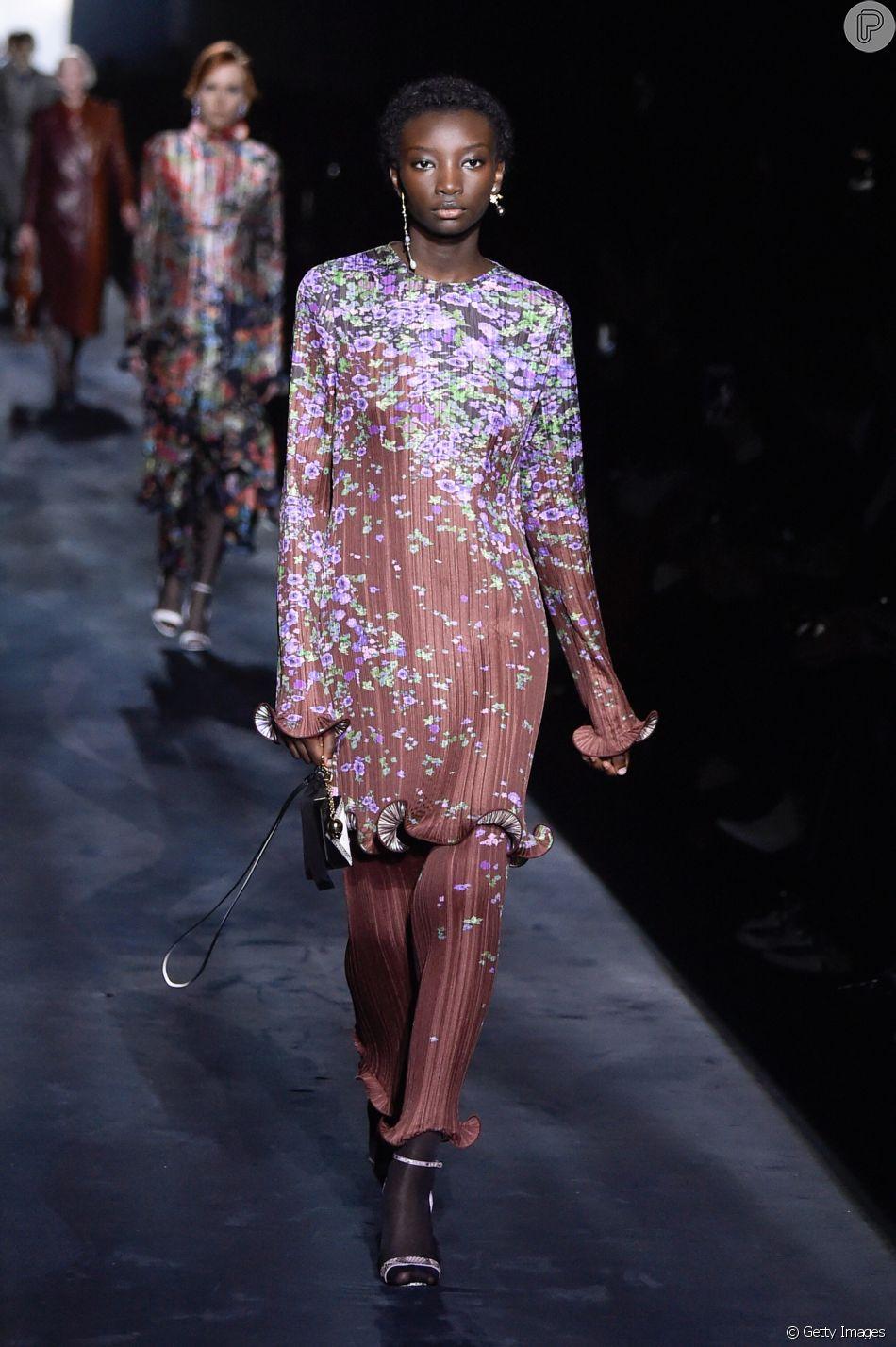 Givenchy apresentou peças plissadas e florais como trend para o outono/inverno 2020