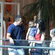 Malvino Salvador e Kyra Gracie curtem a filha caçula em passeio