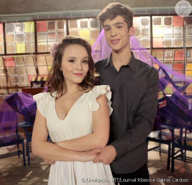 Mirela (Larissa Manoela) e Luca (João Guilherme Ávila) surpreendem ao dançarem valsa na novela 'As Aventuras de Poliana'.