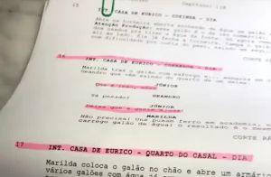 José Loreto volta a exibir aliança de casado ao estudar roteiro de novela. Vídeo