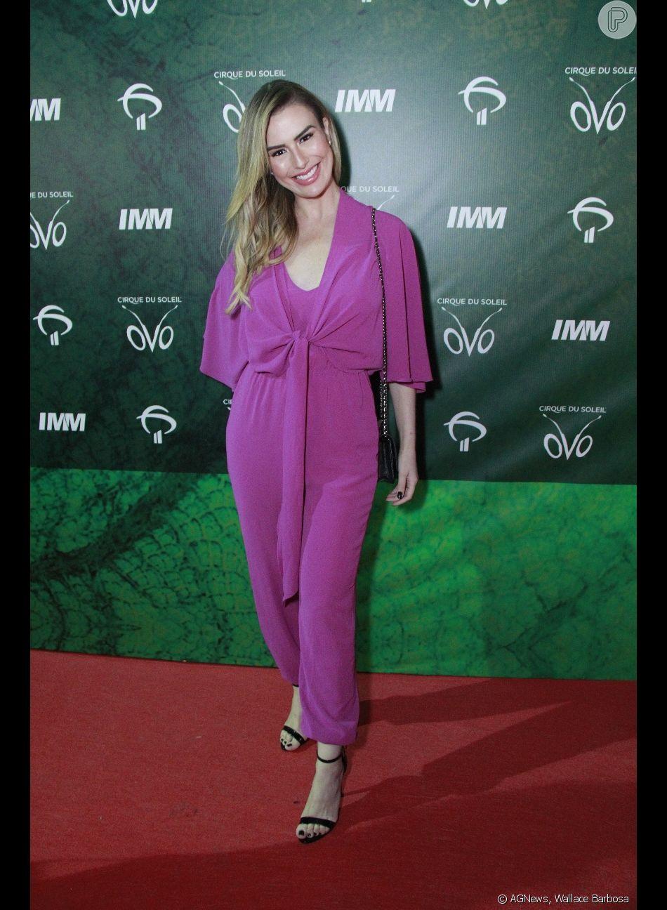 bdc9897b3 O macacão lindo de Fernanda Keulla roubou a cena no look da atriz, que  complementou usando sandálias de tiras